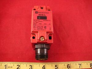 Telemecanique-XCS-L785F3-Safety-Limit-Switch-XCS-L-XCSL785F3-Interlock-New-Nnb