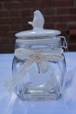 Bonboniere mit einem kleinen Vogel auf dem Porzellandeckel Schönes Glas Dose