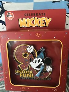 2018-Disney-Parks-Mickey-Mouse-90th-Birthday-Annual-Passholder-Jumbo-LE-Pin