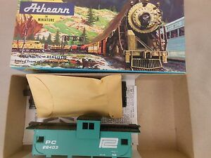 HO-SCALE-ATHEARN-5365-PENN-CENTRAL-WIDE-VISION-CABOOSE-BLUE-BOX-KIT