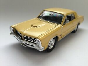 Pontiac Gto 1965 Gold 1:24 Model 2501G WELLY