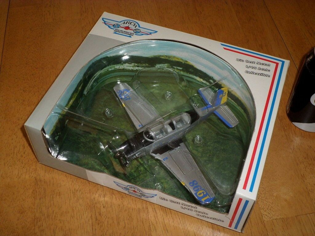 TWO SEAT- USA TRAINER PLANE, DIE CAST METAL TOY, Scale 1 48