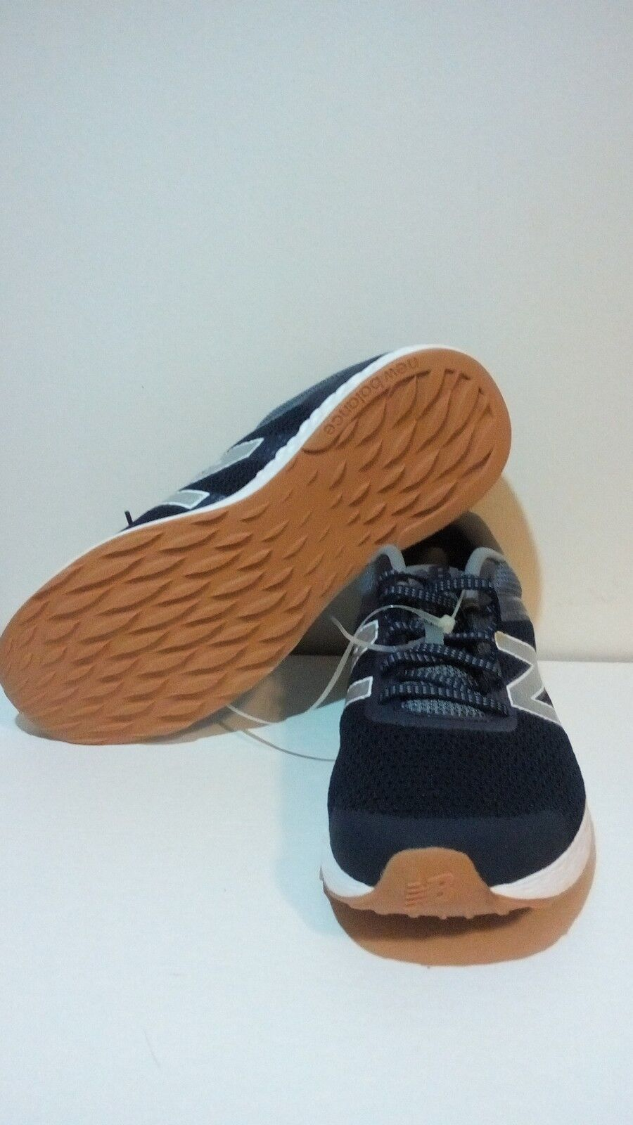 Men's New Balance 520v3 running shoes, navy/white color, size 11 M, comfortable