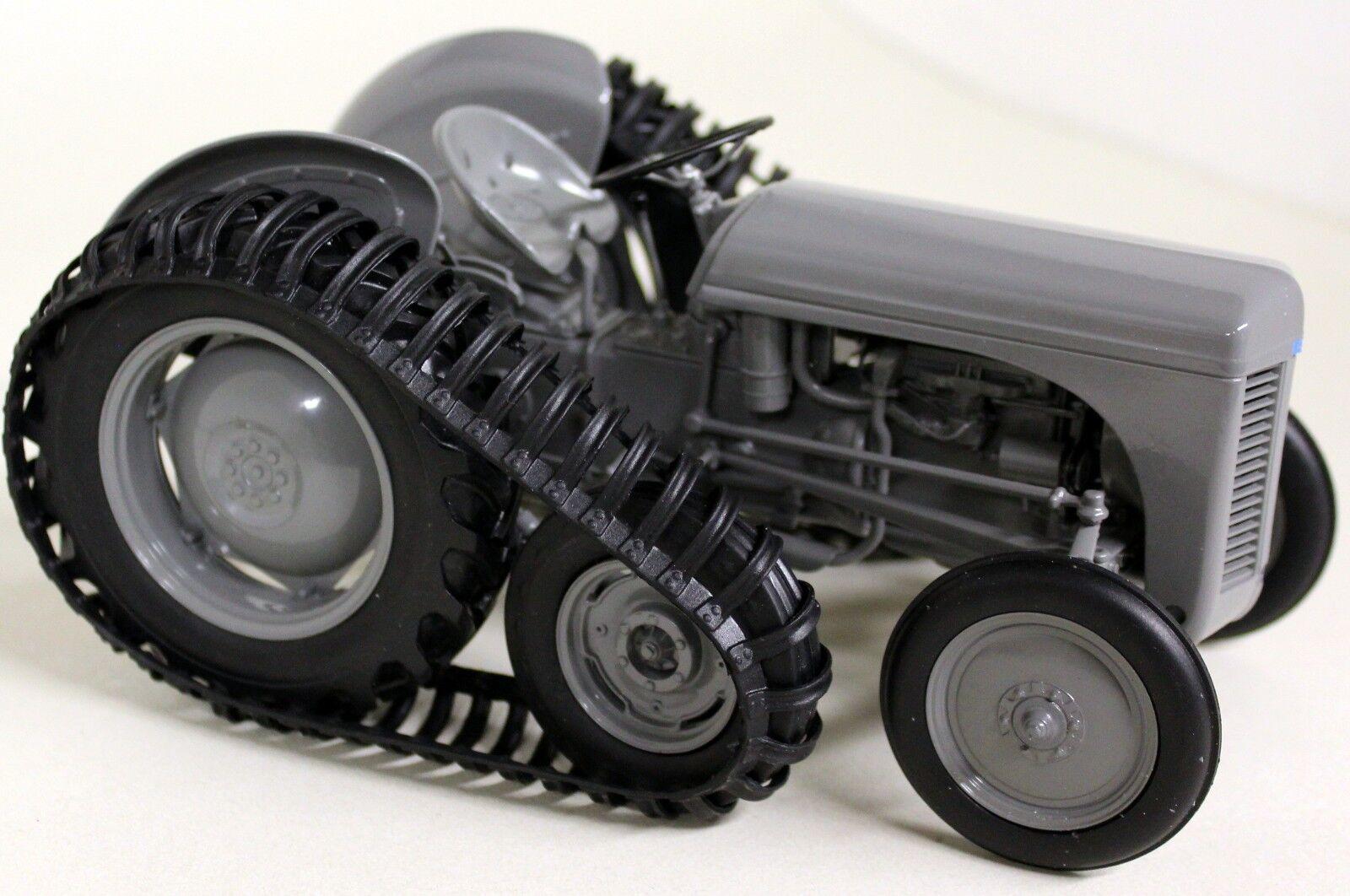 UH 1 16 Échelle 5303 5303 5303 FERGUSON TEA-20 avec demi-piste 1947 Diecast Modèle tracteur 8f8747