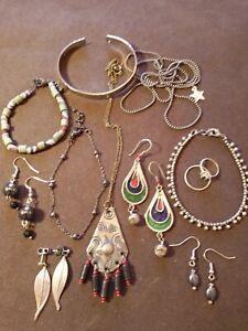 lot de bijoux anciens,vintage et fantaisie dont Berbère,en l'état
