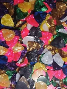 25-celluloid-Mince-Guitar-Picks-Lot-de-25-mediators-USA-Vendeur-Expedition-Rapide
