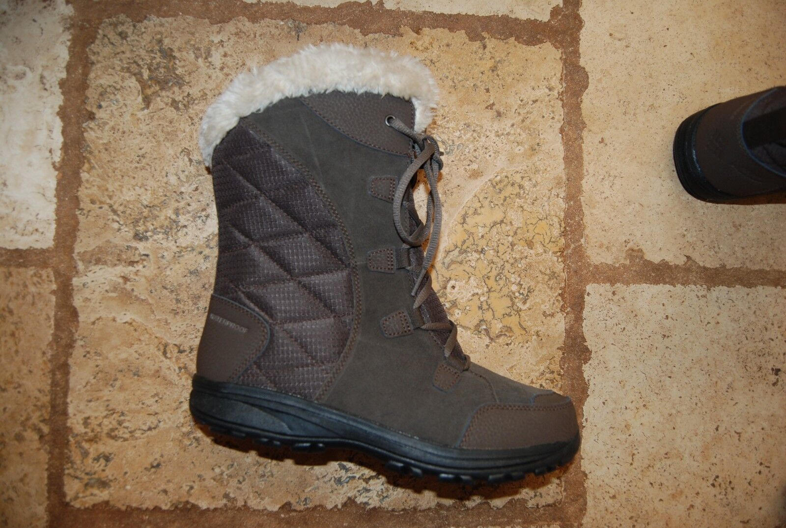 New Leather Suede Textile COLUMBIA Laced Omni Heat Waterproof Mid Calf Boots 9