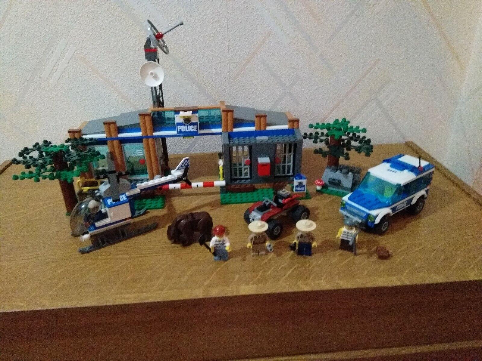 LEGO  CITY 4440 - Le poste de police en forêt  Style classique