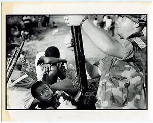 Photo-Phillip-Jones-Griffiths-Invasion-de-Granada-Operation-Urgent-Fury-1983
