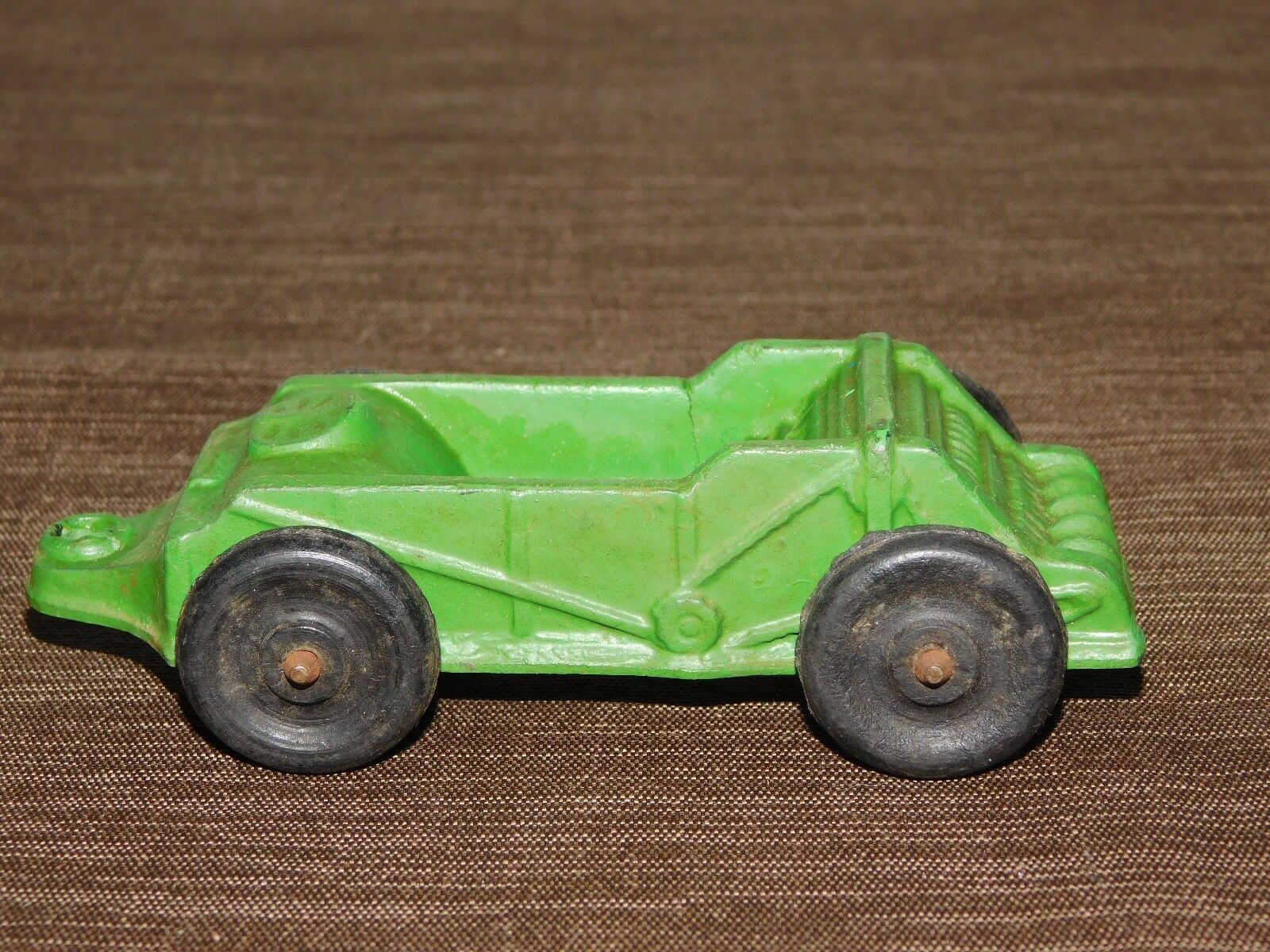 VINTAGE MADE IN USA TOY  5  LONG RUBBER PLASTIC  AUBURN FARM WAGON
