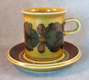 ARABIA-OF-FINLAND-Vintage-Otso-Coffee-Cup-amp-Saucer-Excellent-Condition