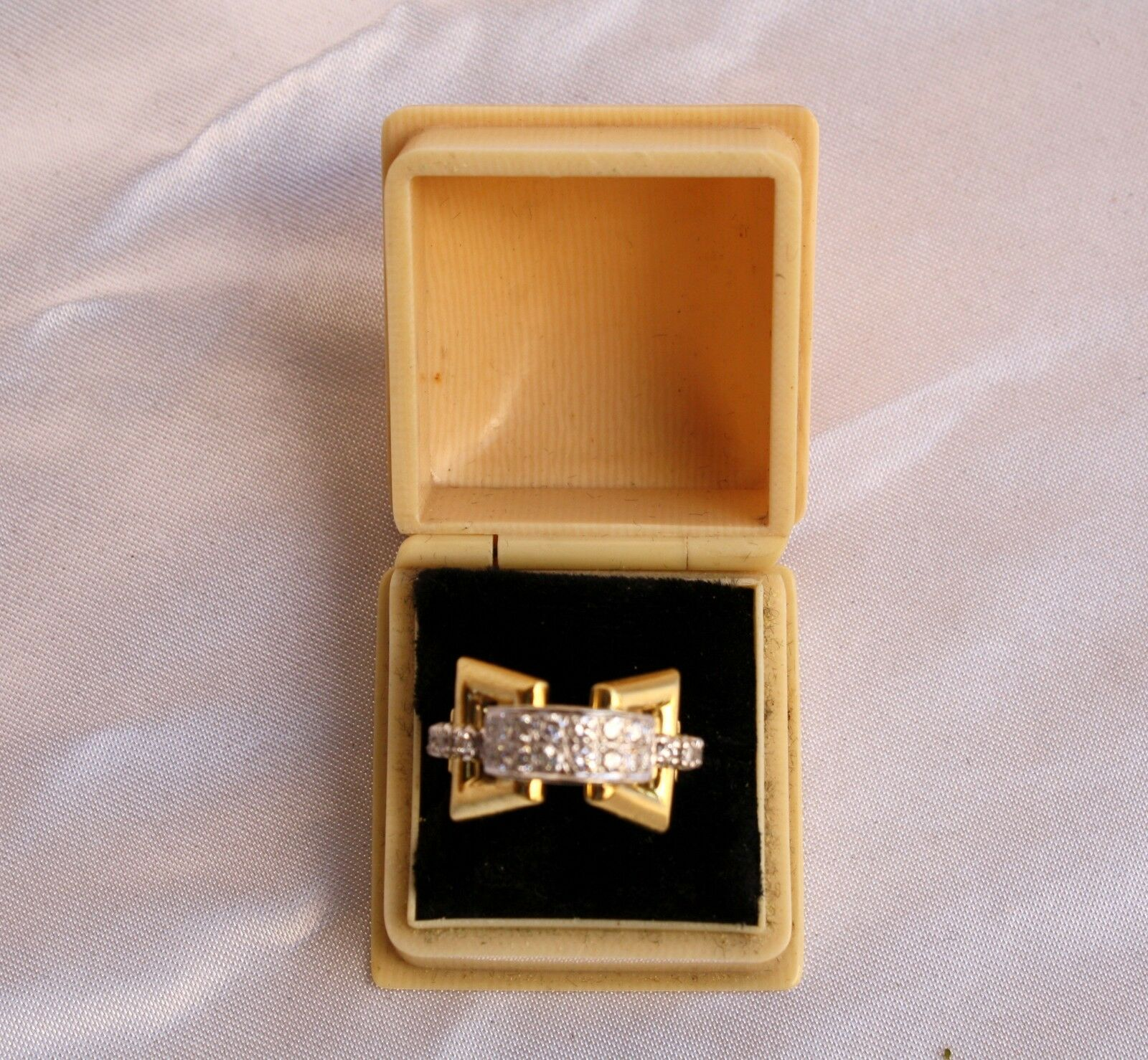 MAGNIFICENT MID 1900'S FRENCH 18K DIAMOND RING WITH CELLULOID BOX SIZE 5.25