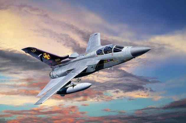 Avion intercepteur Britannique TORNADO F-3 ADV, R.A.F  - KIT REVELL 1 48 n° 3925