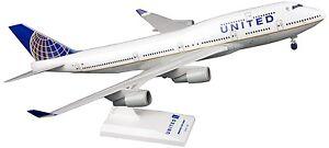 Skymarks SKR614 United Airlines Boeing 747-400 Desk Display Model 1/200 Airplane