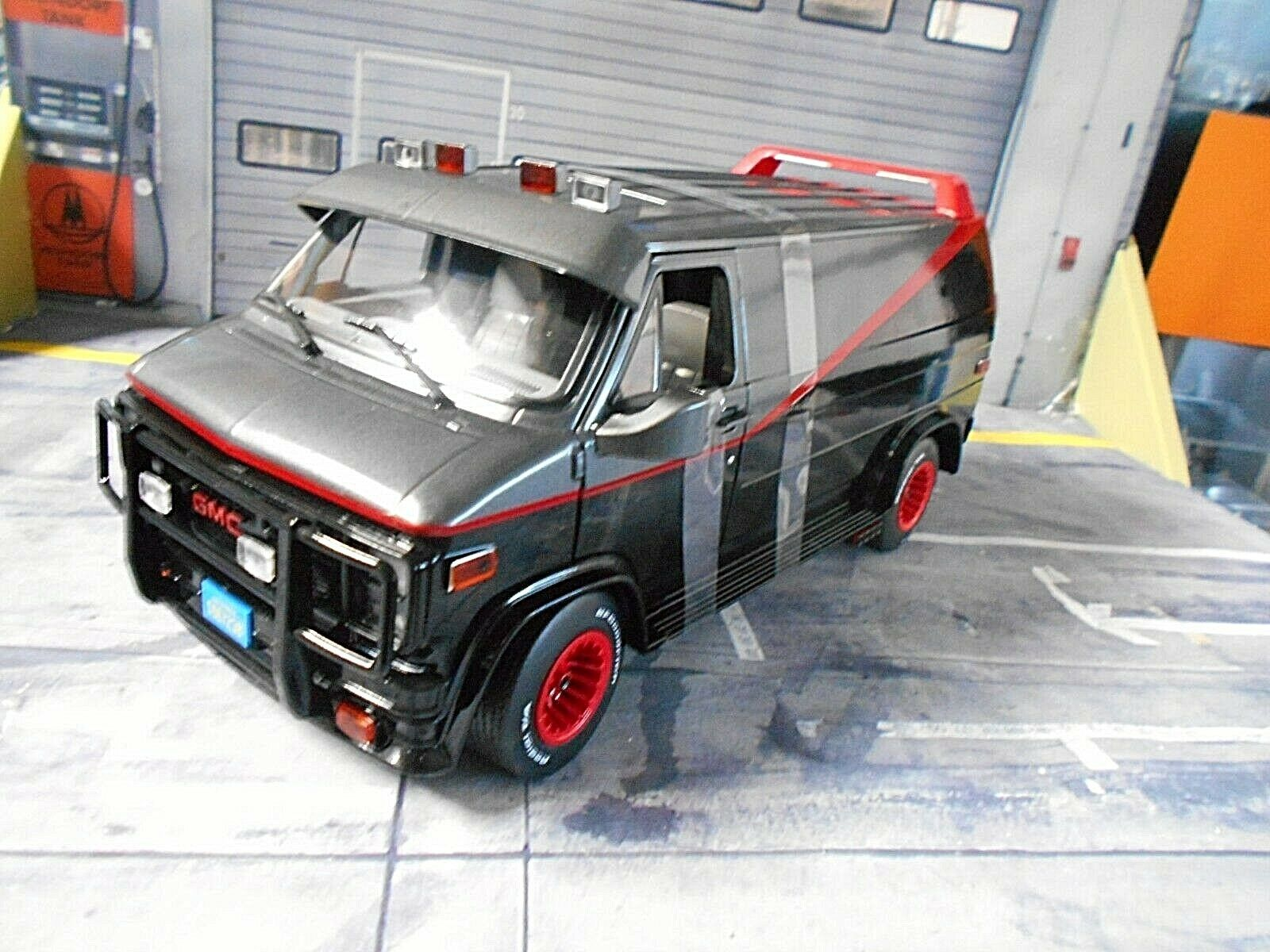 GMC Barracuda SUV VAN A-Team Movie Vandura 1983 TV Série est a vertlight 1 18