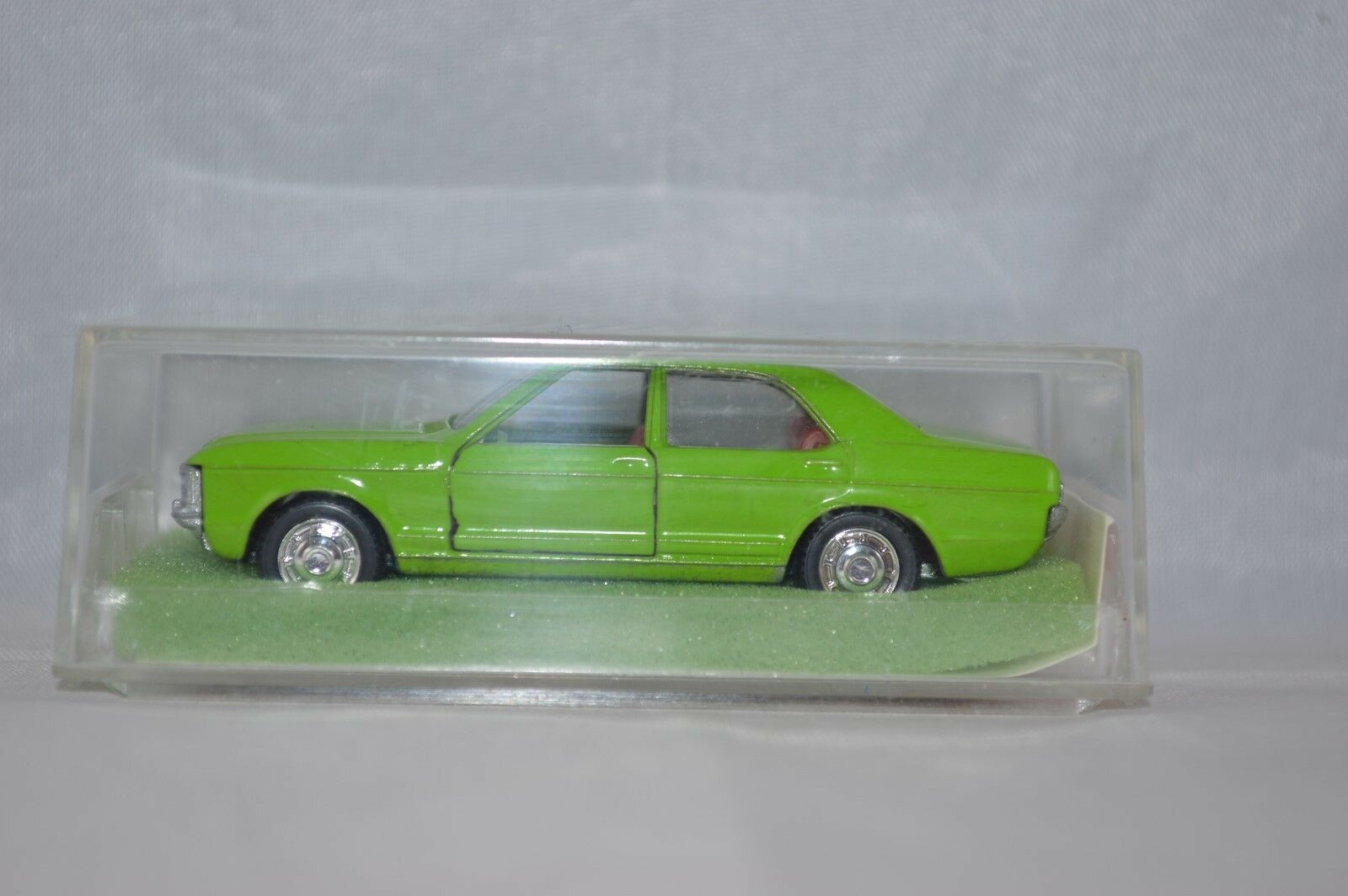 Schuco 301 858 Ford Consul       Mint in Box. 0fa9cc