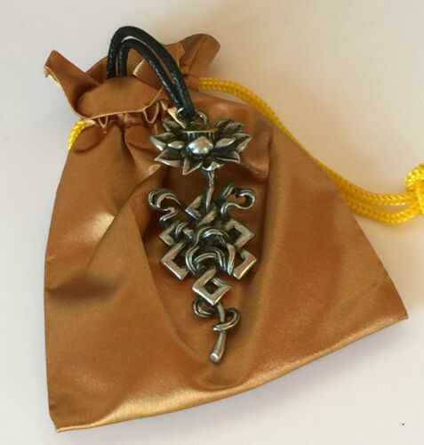 Briar Dharma Peltre simbólico encanto colgante Lotus Nudo Larga Vida Y Amor Eterno