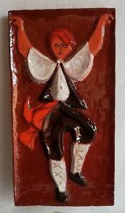 Plaque mural en terre cuite vernissée Danseur BASQUE en relief tenue Folklorique