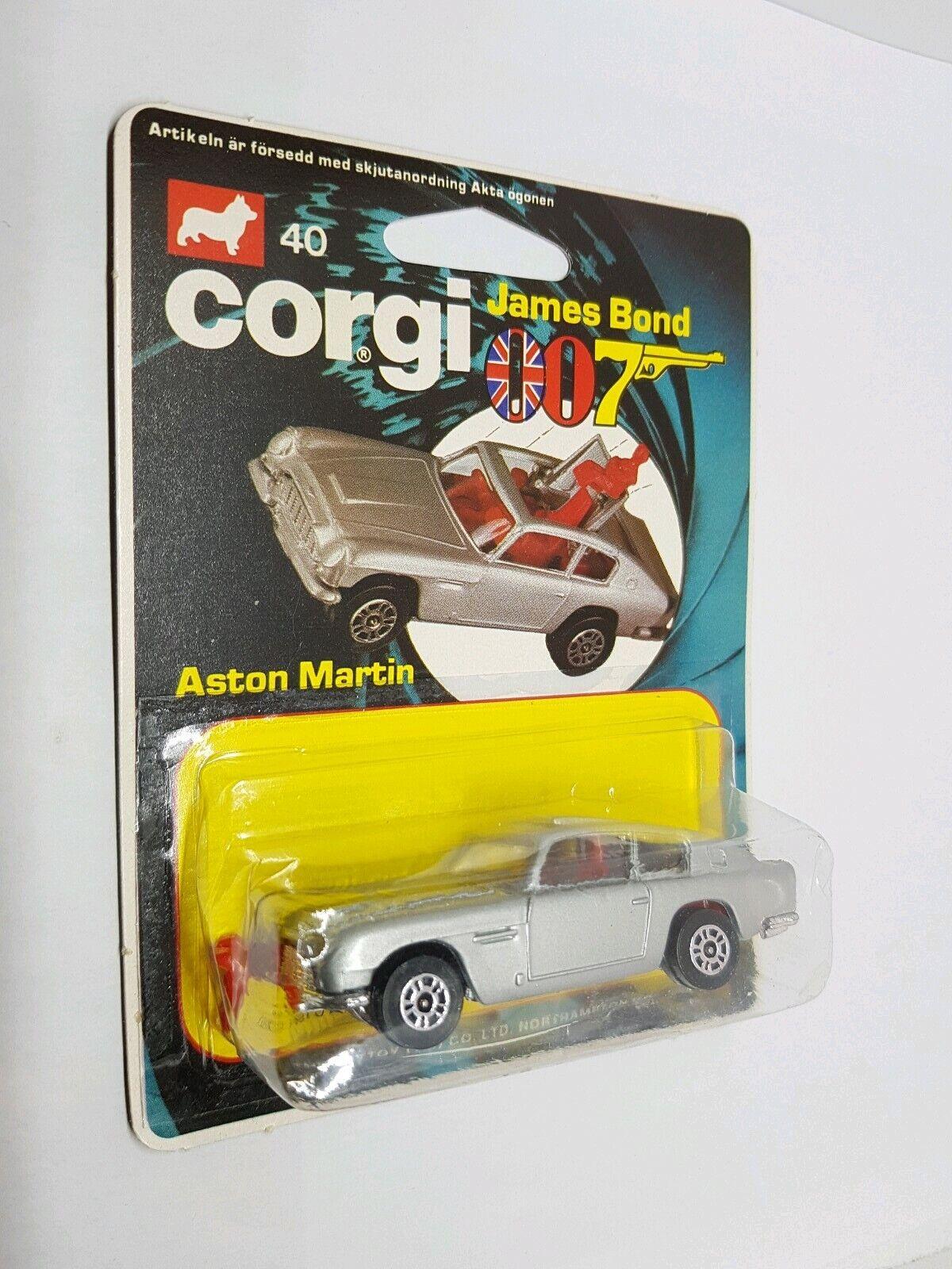 Vintage Corgi junior 40 007 James Bond Aston Martin db5 mint unused moc 1979