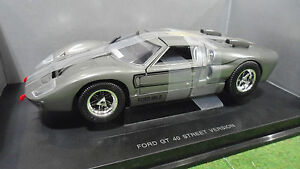 FORD-GT-40-MKII-Street-Version-Gris-au-1-18-UNIVERSAL-HOBBIES-voiture-miniature