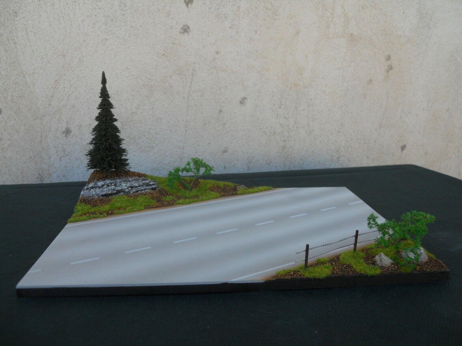 DIORAMA VEHICULES 1 43 ROUTE DE CAMPAGNE  DIMENSIONS 29 cm X 19 cm