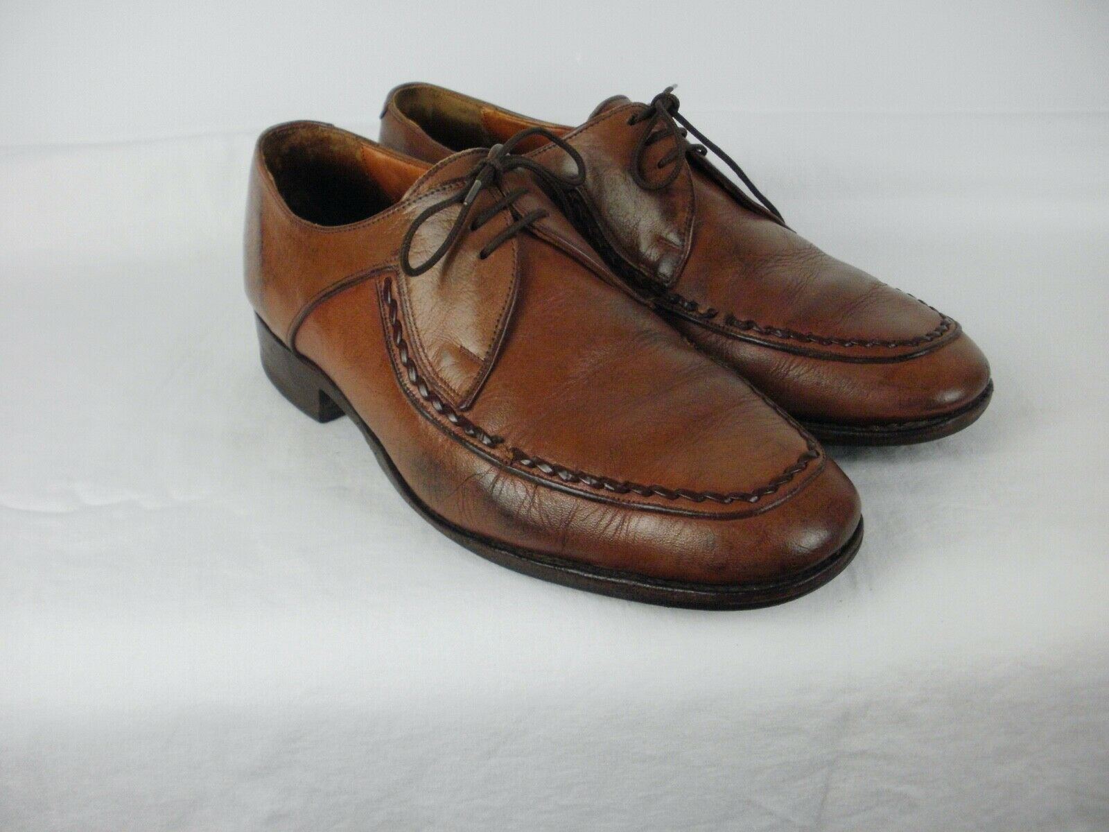 A PAIR OF MENS LIGHT BROWN VINTAGE LOAKE LEATHER SHOES SIZE UK 8.