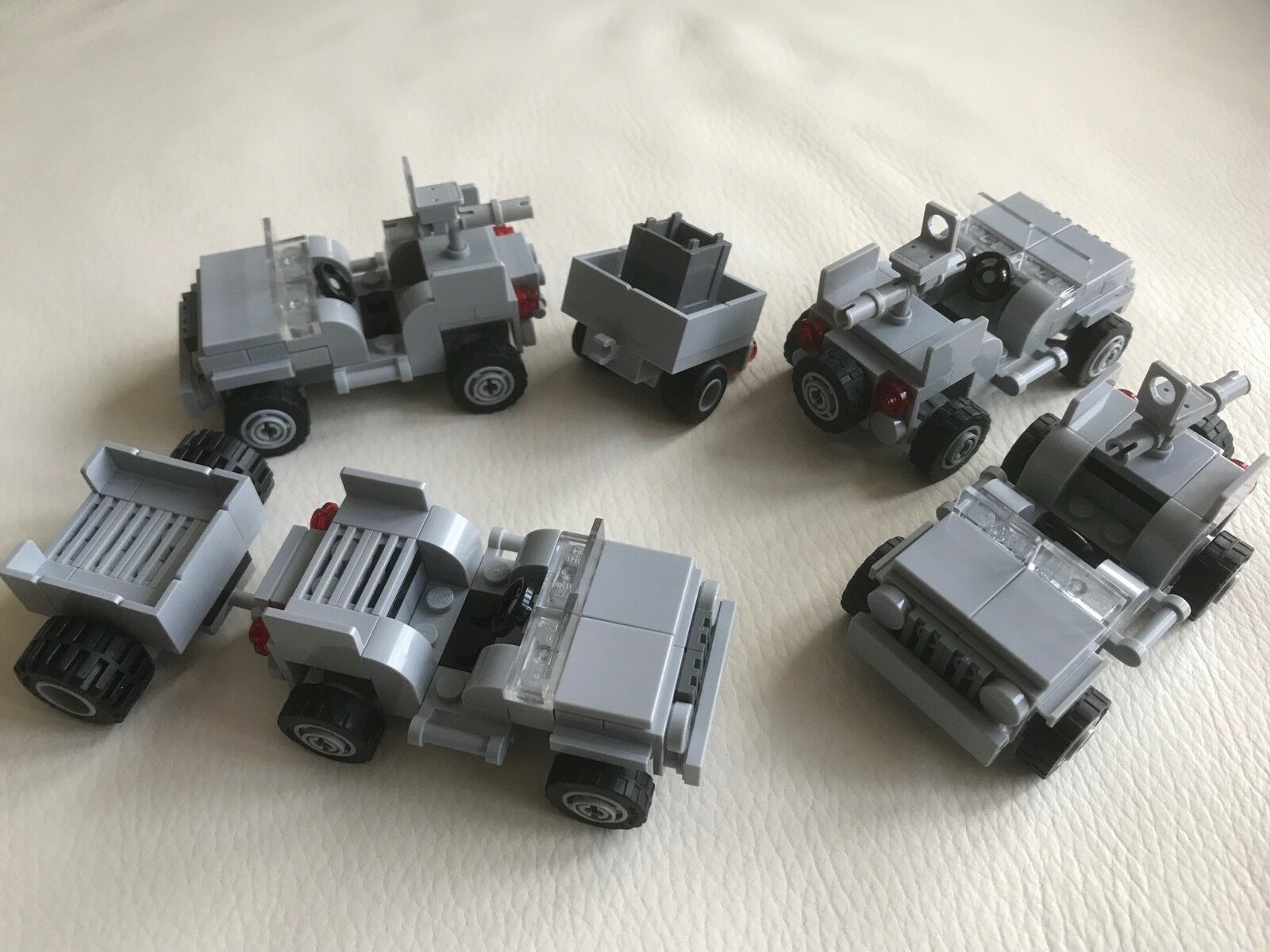 4 x LEGO ORIGINAL JEEP (built to instruction 7595) + 2 X TRAILER - light Grau