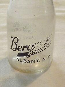 VINTAGE-1940-50S-BERGMAN-BERGMANN-039-S-DAIRY-ALBANY-NY-1-2-PINT-MILK-BOTTLE