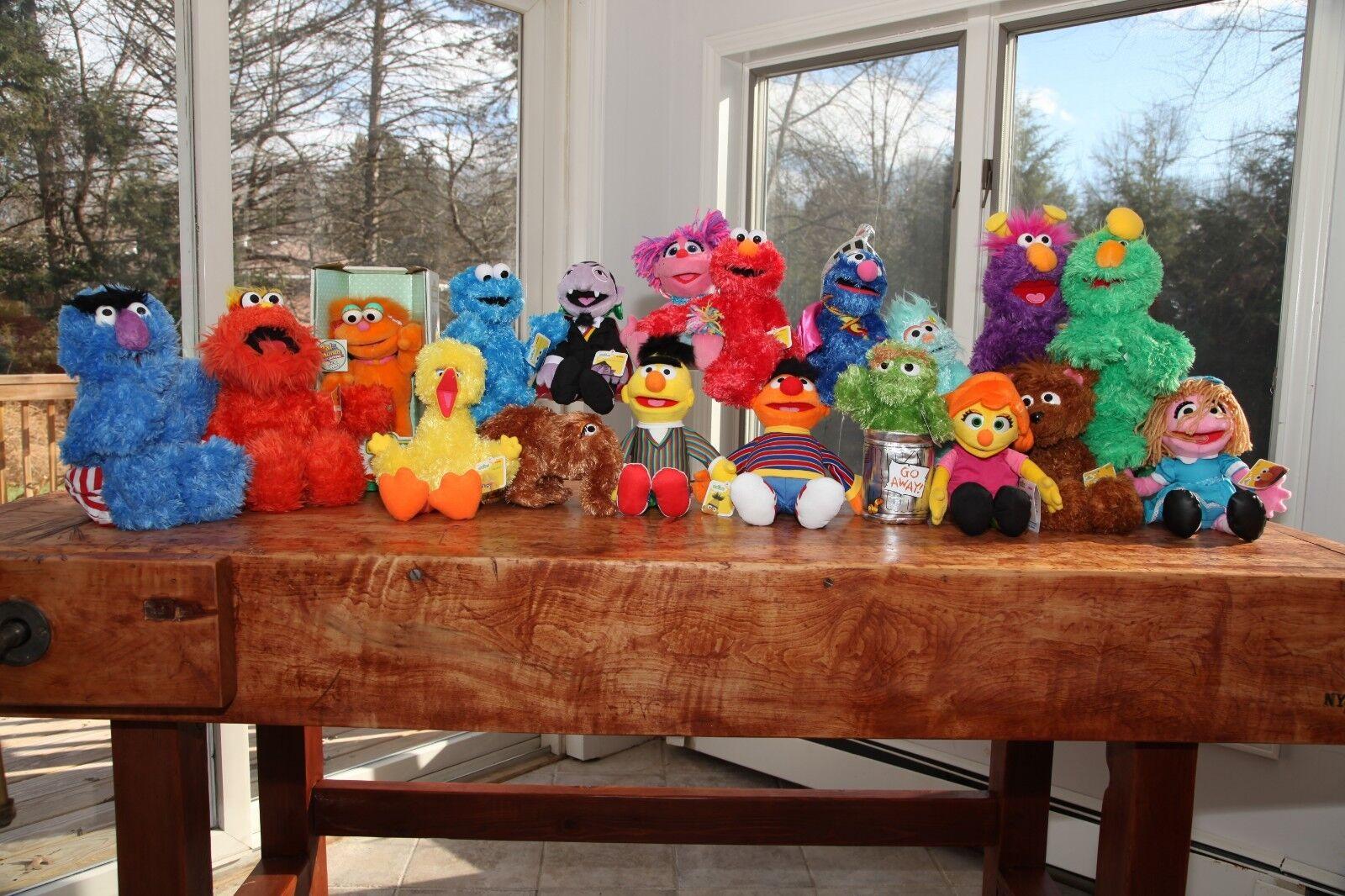 HUGE Masse Sesame Straße COMPLETE SET Plush- Collectible- Elmo  Julia Cookie- NEW