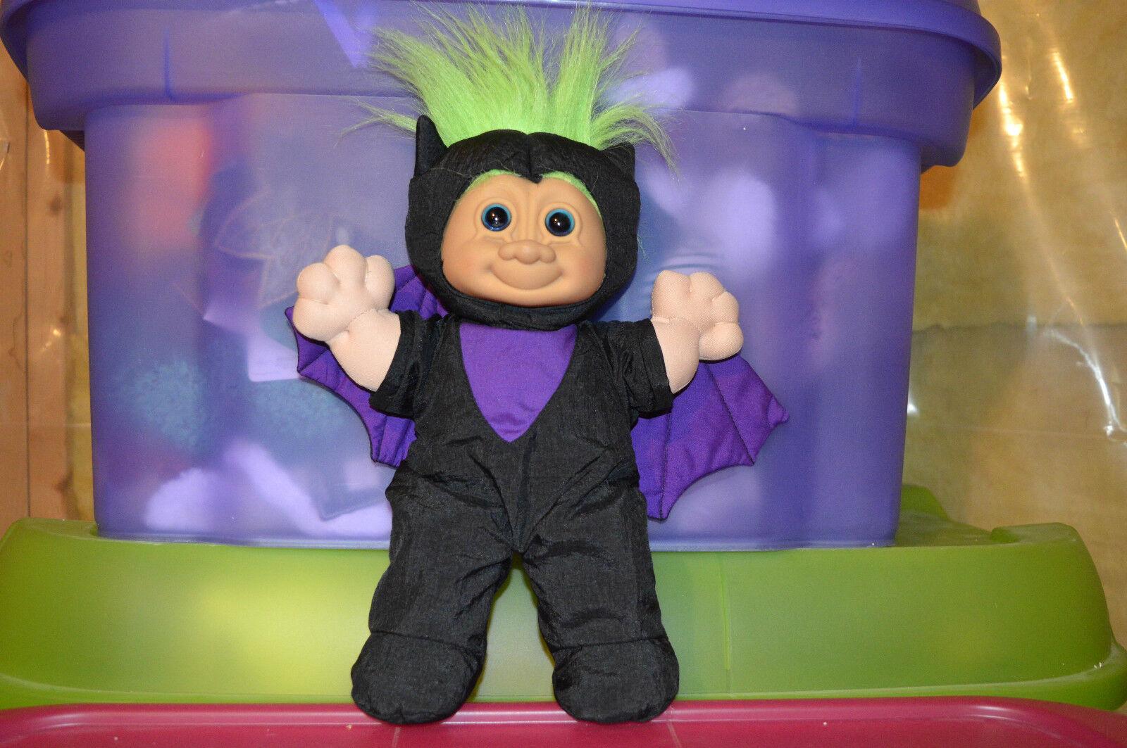 NYA HALVOEEN RUSS -TROLL klädd som bästa kraft -ploj, Doll Grönt Hår är väldigt glödande årgång