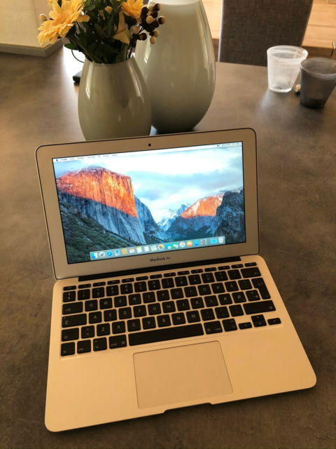 MacBook Air, Årgang 2011, 1,6 i5 GHz, 2 GB ram, 60 GB…