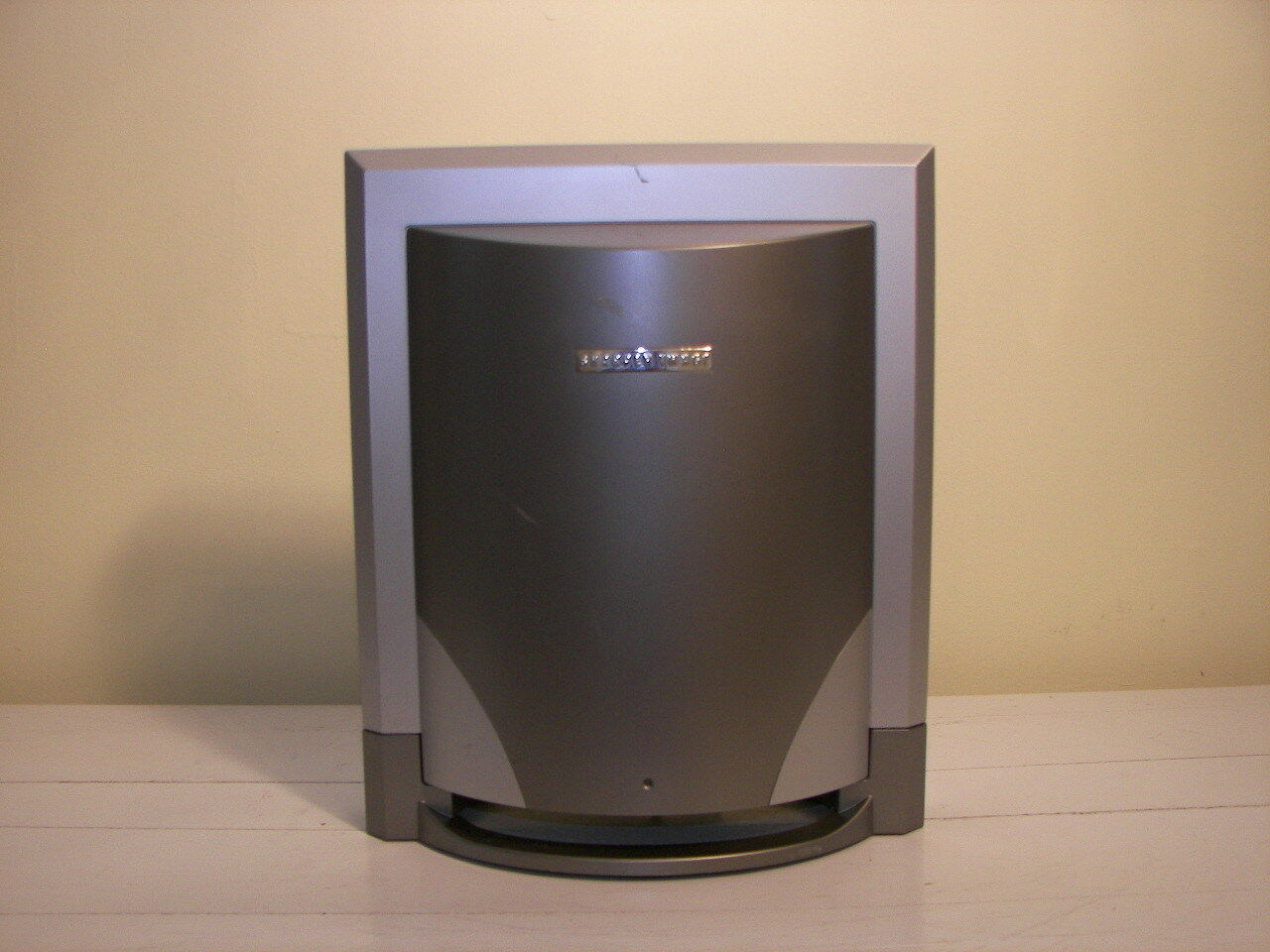 """SHARPER IMAGE SA-251Powered Subwoofer With """"Bass-Trac Circuitry Technology"""""""