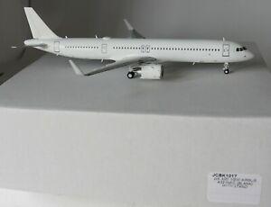JC-Wings-JCBK1017-Airbus-A321NEO-Vierge-Avec-Support-En-1-200-Echelle