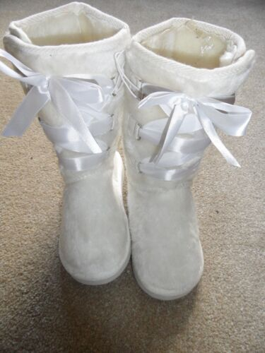 GIRLS FURRY SNOW//WINTER BOOTS WITH RIBBONS SIZE 6 GREAT FOR /'WINTER WEDDING/'
