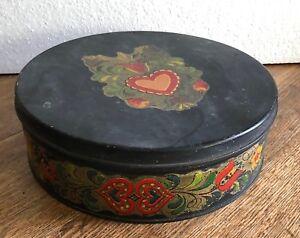 Vintage-Metal-Toleware-round-tin-sewing-box-Pennsylvania-Dutch-design