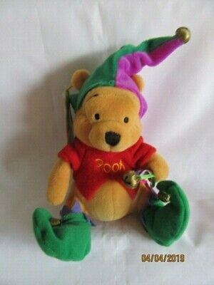 """Disney Store 8"""" Winnie The Pooh-jester-beanie Peluche Giocattolo Morbido-mostra Il Titolo Originale"""