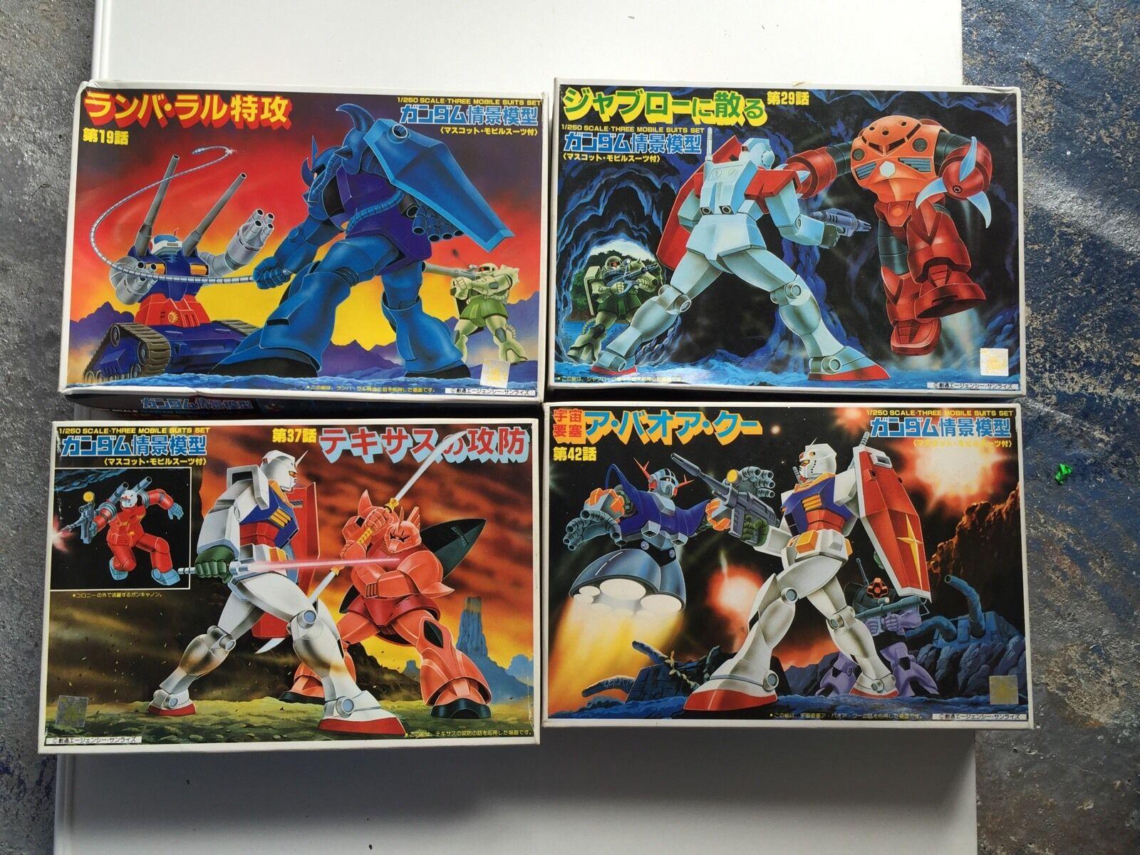 Gundam Mobile traje Model, 4 retro and Rare New, with the show Platform