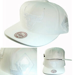 Mitchell   Ness Chicago Bulls White Snapback Hat Team Jersey Diamond ... fb4ae216128d