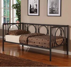 Twin Size Metal Daybed Frame Black Day Bed Living Room Furniture Contemporary