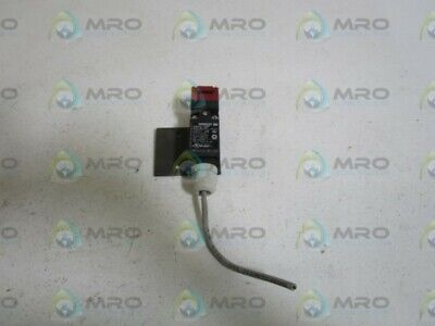 Omron Door Switch D4ns-4bf *used* Chills And Pains Restaurant & Food Service Chafers & Accessories