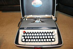 ANTIQUE VINTAGE SMITH CORONA GALAXIE II 2 TYPEWRITER  WORKING 1960's VERY NICE