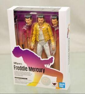 SHFIGUARTS-FREDDIE-MERCURY-BANDAI-A-29458-4573102581273