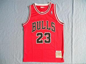 Caricamento dell immagine in corso NBA-Michael-Jordan-23-Chicago-Bulls -Retro-Rossa- 900e14bc9a51