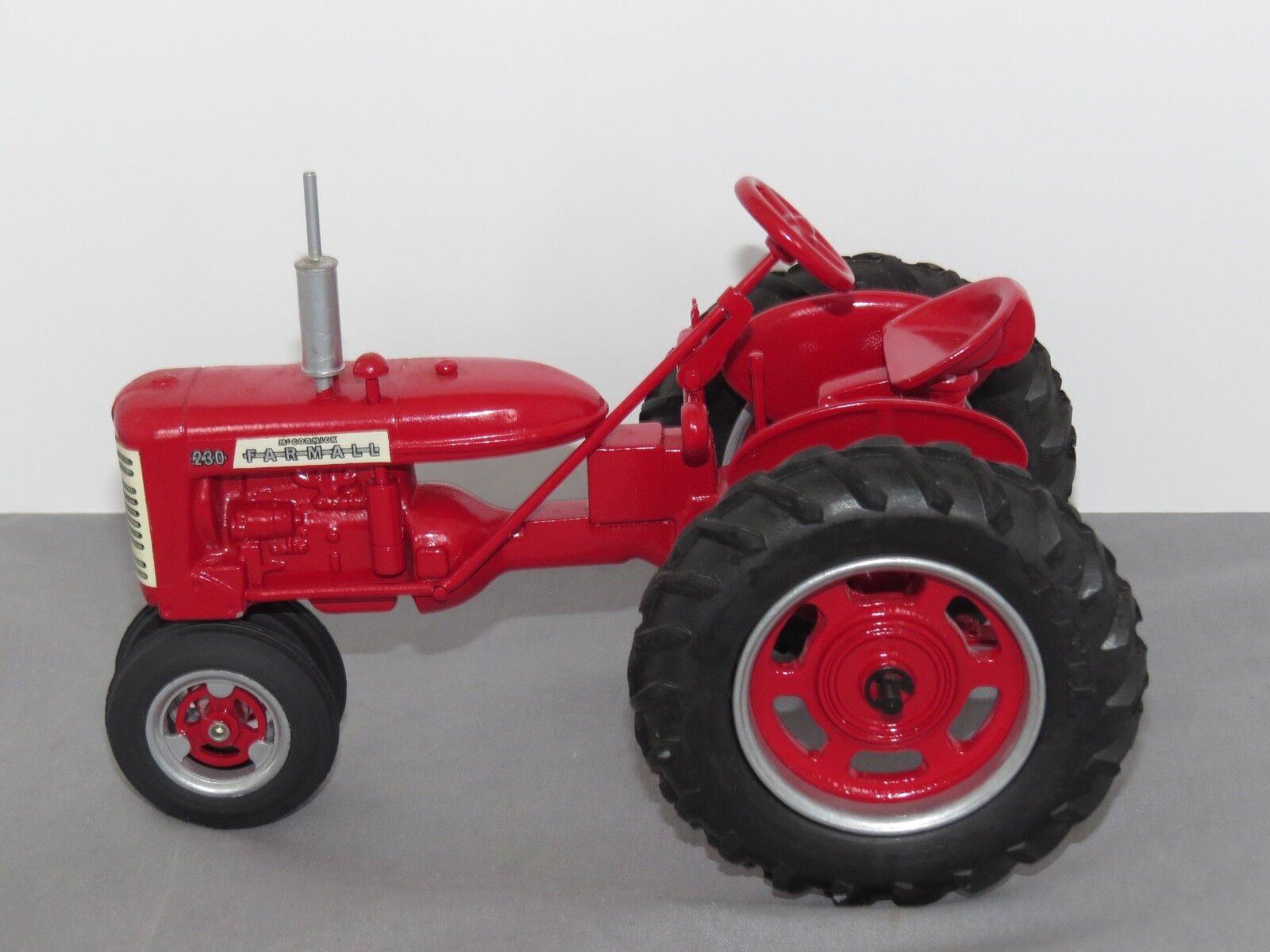 Vintage International Harvester FARMALL 230 Peter Freiheit CUSTOM 1 16 neat