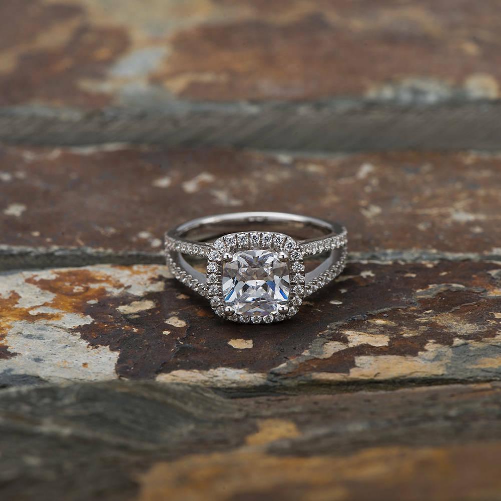 14K White gold 1.50 Ct Cushion Diamond Engagement Beautiful Ring Size 7 8 1 2