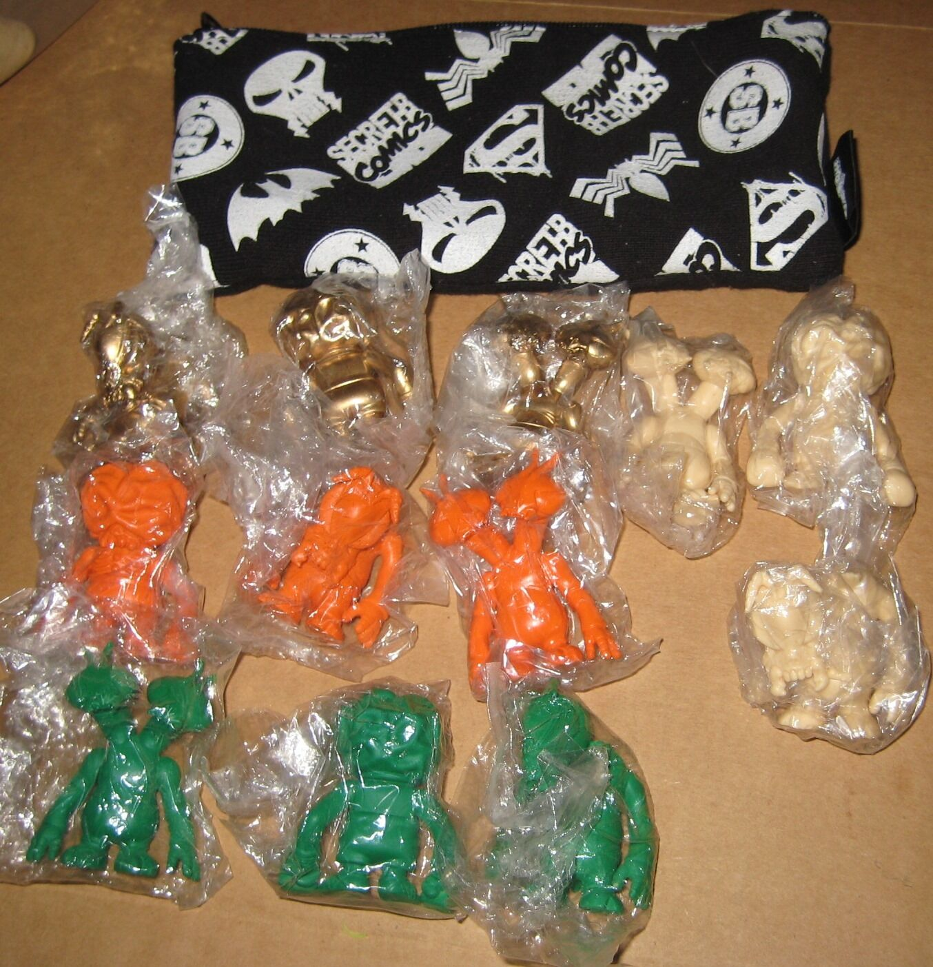 Secret Base Set of 12 Miniatures Skull Brain Pushead 4 color Ways Keshi-gomu