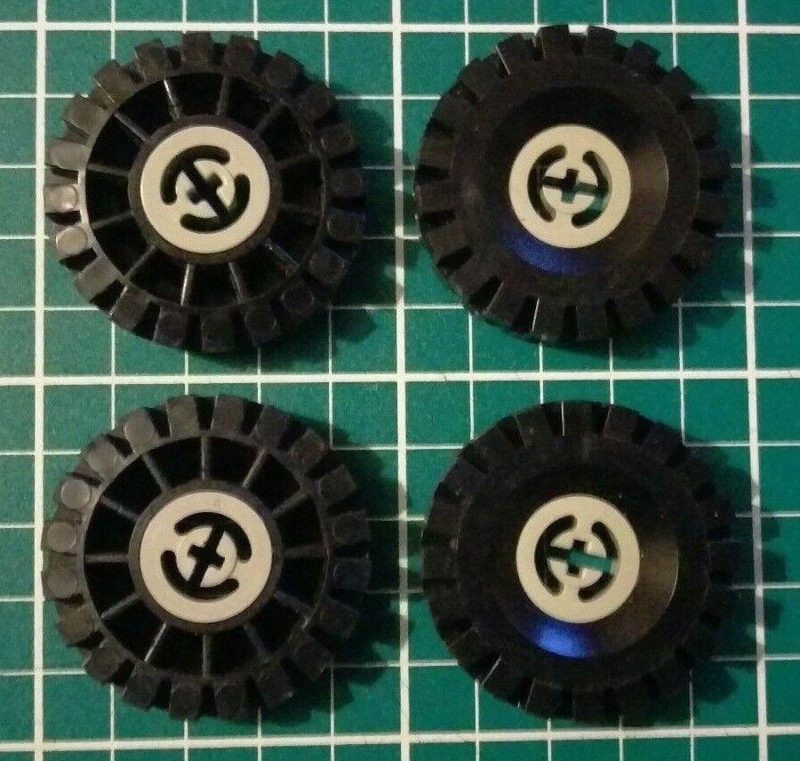 Technic 3482c03-4 x Wheels Light Grey with Black Tyres 17x43 Used LEGO