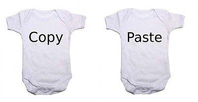 """Gemelli Baby body Set Di 2 /"""";Copia /& quot; and /""""/'P/'aste /& quot; Tutina"""