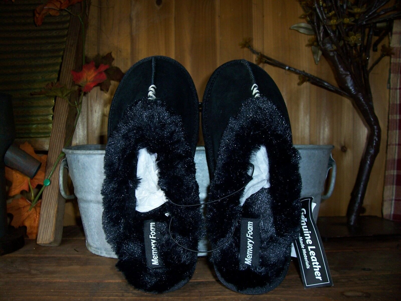 WOMENS GENUINE LEATHER MEMORY FOAM SLIPPERS SIZE SMALL 5-6 RUBBER SOLE FUR LINED