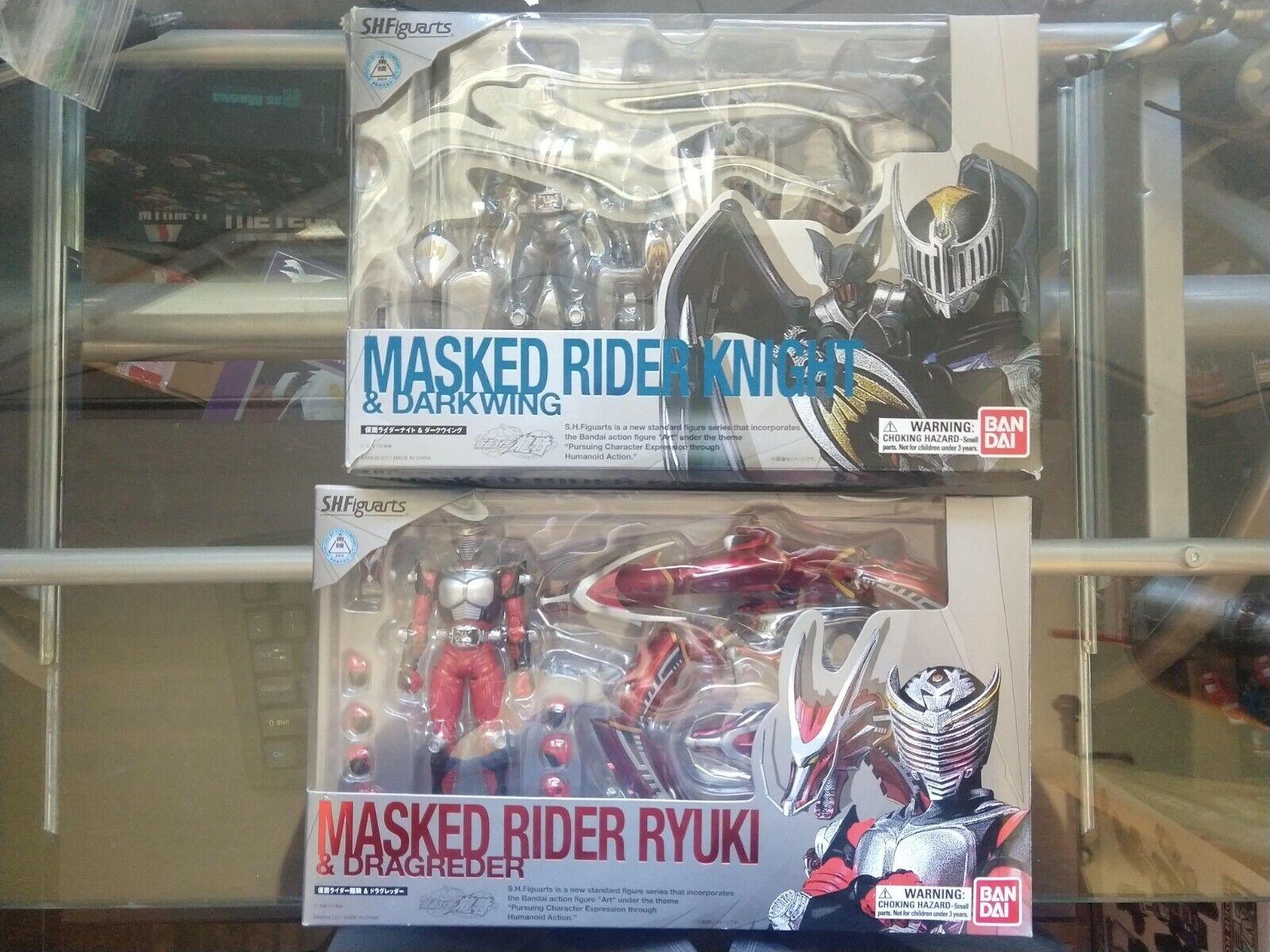 Figuarts Kamen Rider Ryuki & Dragrossoer &  Figuarts Knight & Darkwing MIB USA  omaggi allo stadio